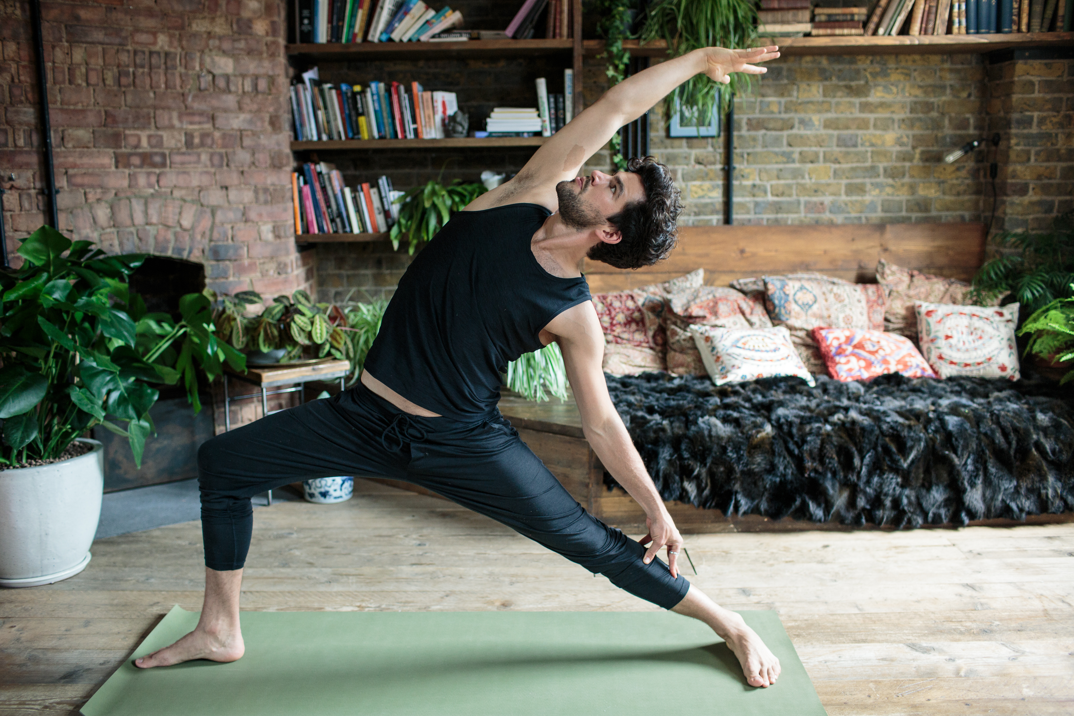 Create The Perfect at-home Yoga Sanctuary With Plants ...